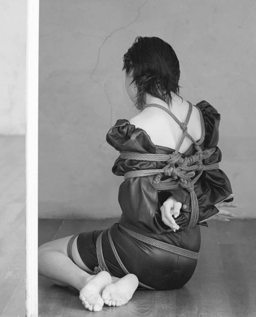 jenn lee, shibari ties, shibari knots, shibari design, fashion designer, black and white photography, taiwan designer