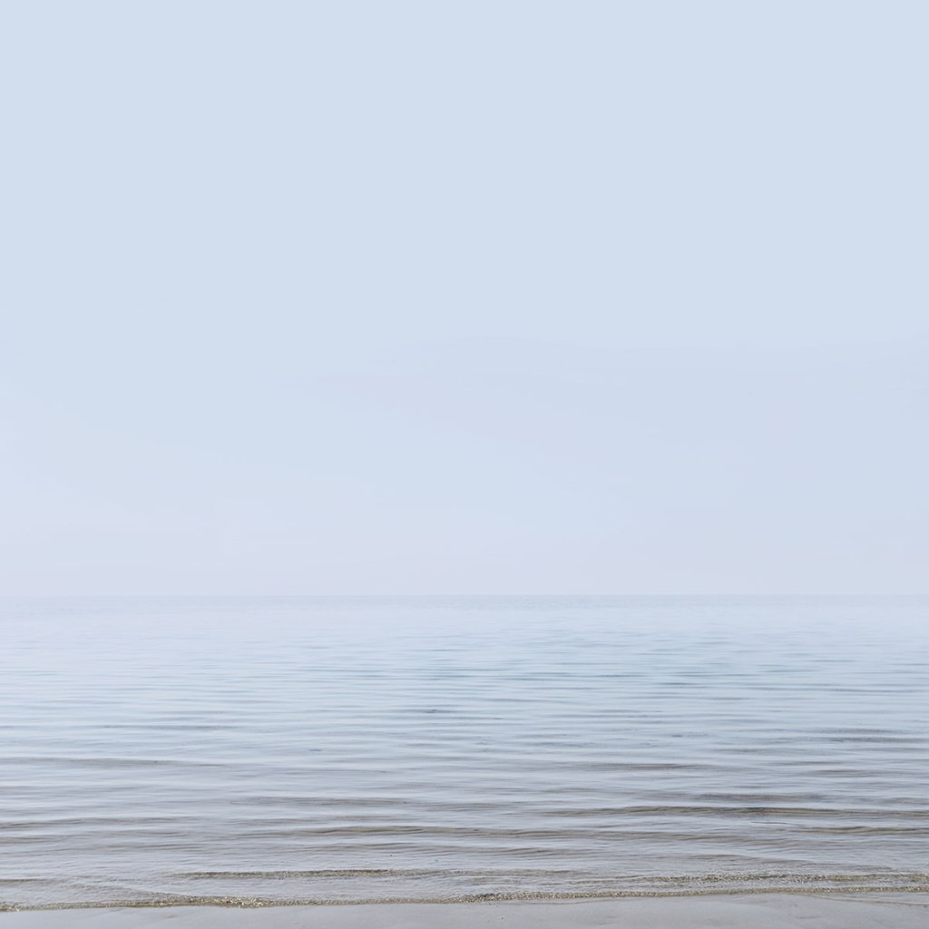 minimalist photography, george griefy,  미니멀리즘 사진,  न्यूनतम फोटोग्राफी,  极简主义摄影,  минималистичная фотография, ミニマリスト写真, minimal artist, seascape, sea photography, water photography, moody photograph
