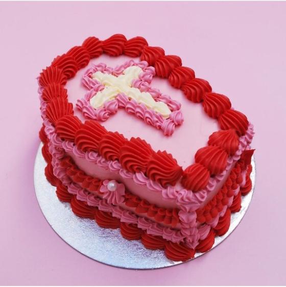 cake designer, food designer, beautiful sweets, beautiful food, cake photography, dessert photography, beautiful desserts, vintage cake, 90s aesthetics, Kuchendesigner, Food Designer, schöne Süßigkeiten, schönes Essen, Kuchenfotografie, Dessertfotografie, schöne Desserts, Vintage-Kuchen, 90er-Ästhetik, best of cakes, дизайнер тортов, дизайнер еды, красивые сладости, красивая еда, фотография тортов, фотография десертов, красивые десерты, винтажный торт, эстетика 90-х, лучшие торты, 케이크 디자이너, 음식 디자이너, 아름다운 과자, 아름다운 음식, 케이크 사진, 디저트 사진, 아름다운 디저트, 빈티지 케이크, 90년대 미학, 최고의 케이크, 蛋糕设计师,食品设计师,美丽的糖果,美丽的食物,蛋糕摄影,甜点摄影,美丽的甜点,复古蛋糕,90 年代美学,最好的蛋糕, ケーキデザイナー, フードデザイナー, 美しいお菓子, 美しい食べ物, ケーキの写真, デザートの写真, 美しいデザート, ヴィンテージケーキ, 90年代の美学, 最高のケーキ,